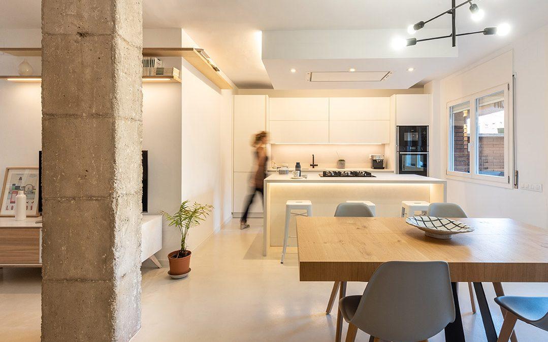 Construcción de obra de reforma integral de vivienda con terraza y patio en Poble Nou, Barcelona